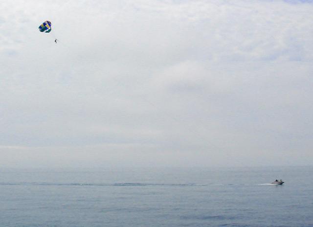 Фото: На крыле над морем