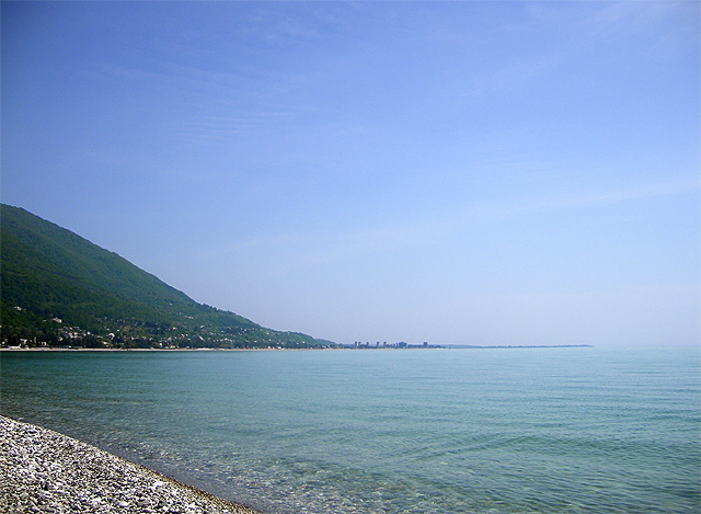 Фото: Пляж в старой Гагре
