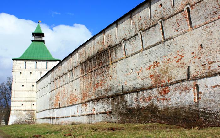 Стена Свято-Троицкой Сергиевой Лавры