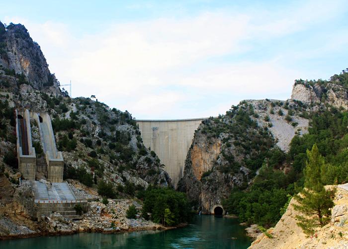 Турецкая гидроэлектростанция в Зелёном каньоне