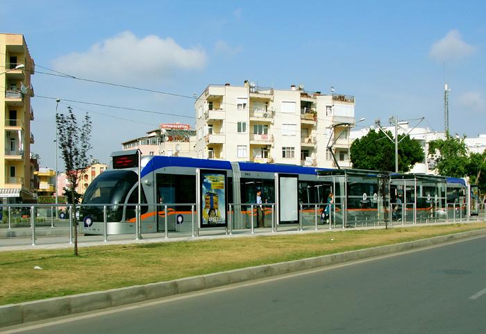 Трамвай в центре Антальи