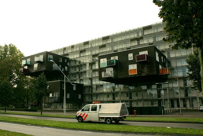Фото: необычное здание в Амстердаме