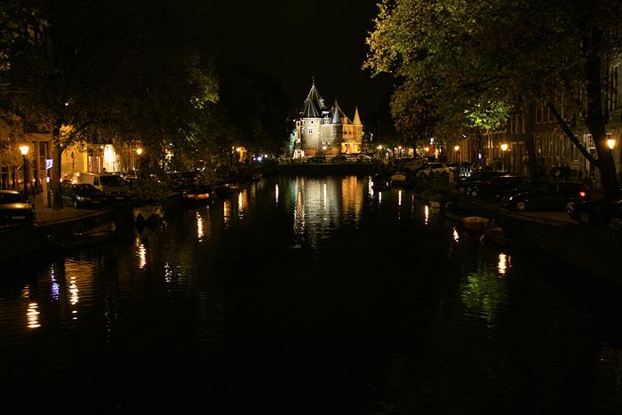 Фото: Замок в центре Амстердама