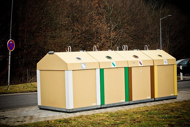 мусорные контейнеры под разный цвет стеклотары