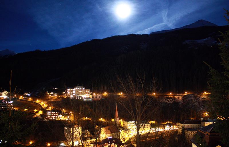 луна ночью в Бад Гастайне