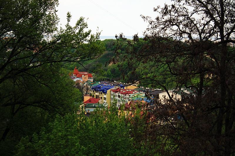 Вид на Андреевский спуск (местный Арбат) с Лысой горы