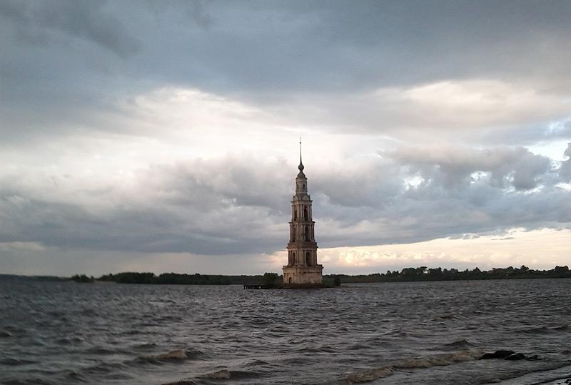 Фото: Калязин. Церковь на острове.
