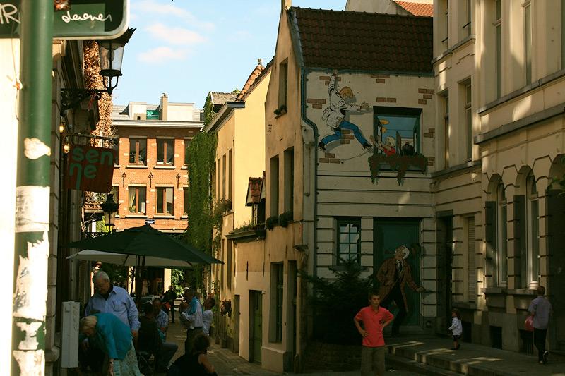 Фото: Рисунки на домах в Брюсселе