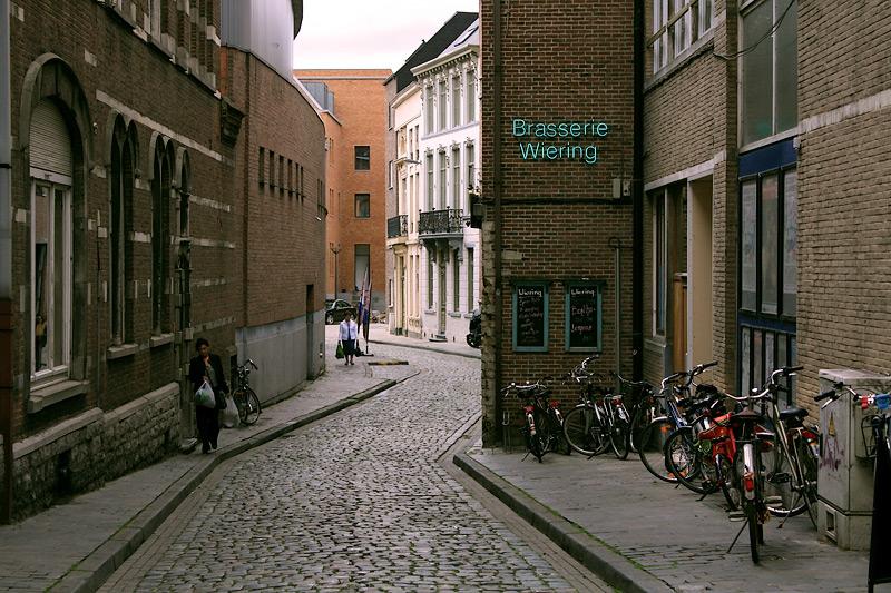 Фото: улочка в Лёвене