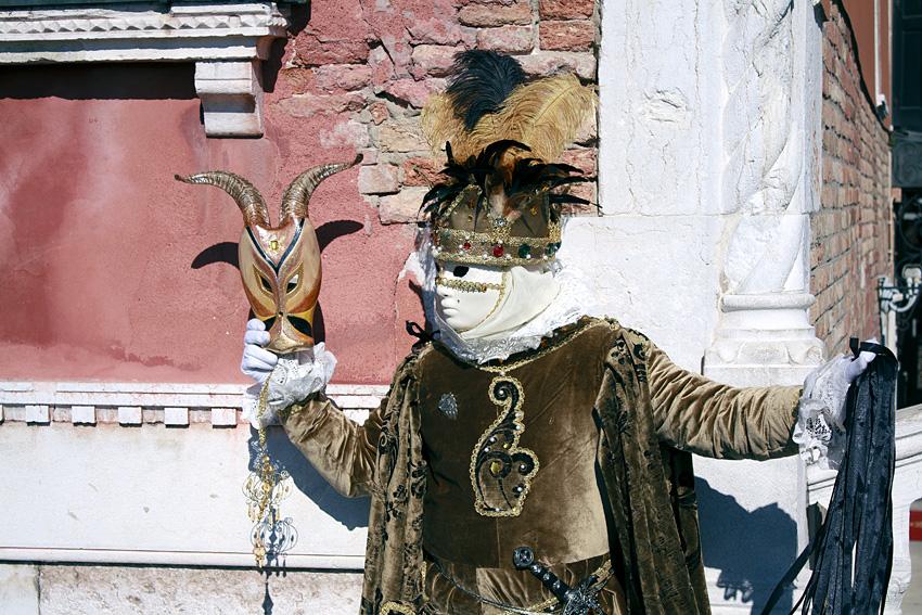 Венецианский карнавал, фото человека в маске