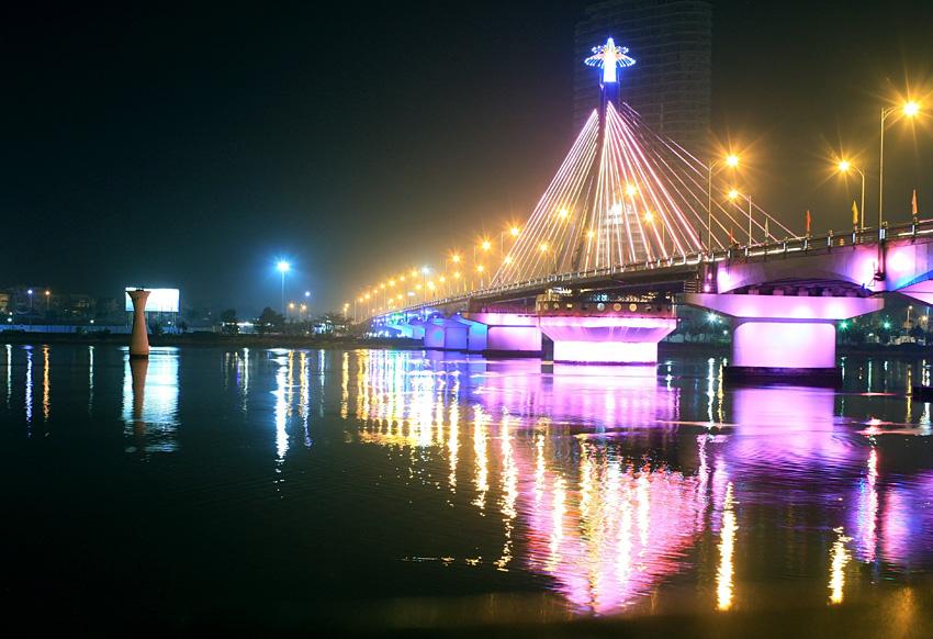 Фото: Поворотный мост в центре Дананга