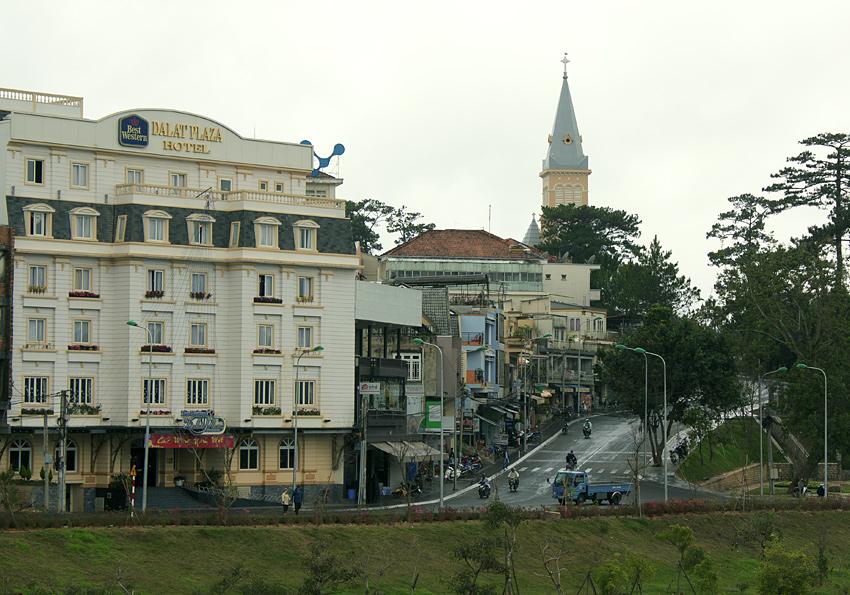 Фото: вид на город Далат