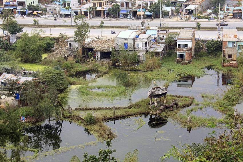 вьетнамские жилища у Мраморных гор
