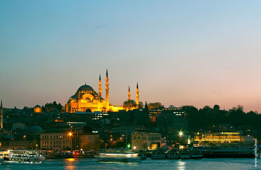 Фото: Вид на Стамбул ночью