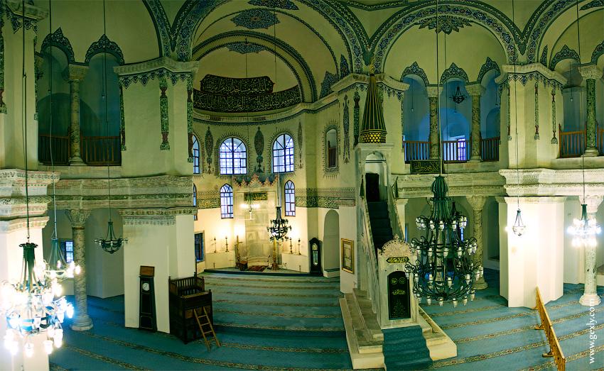Фото: Внутри мечети в Стамбуле