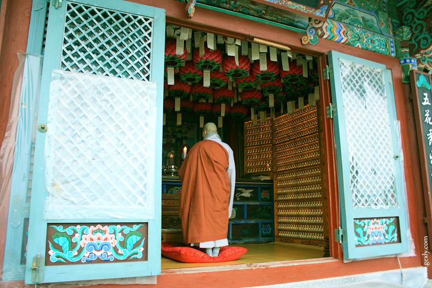 Монах в Пагоде